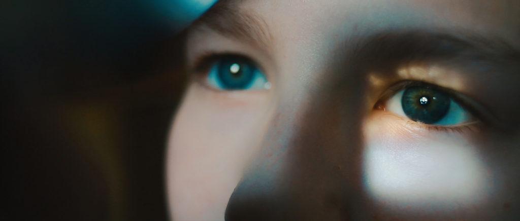 4-glances-of-closed-eyes